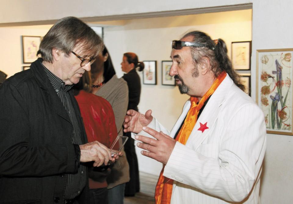 Karolj Palković u razgovoru s Erichom Novoselom